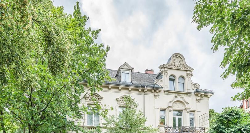 Paul & Partner vermittelt prachtvolle Mehrfamilienvilla in Wiesbadener Bestlage