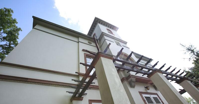 3.700 Quadratmeter großes Denkmalgrundstück – Vermarktung eines eindrucksvolles Stadtpalais mit Kutscherhaus in Wiesbaden-Mitte